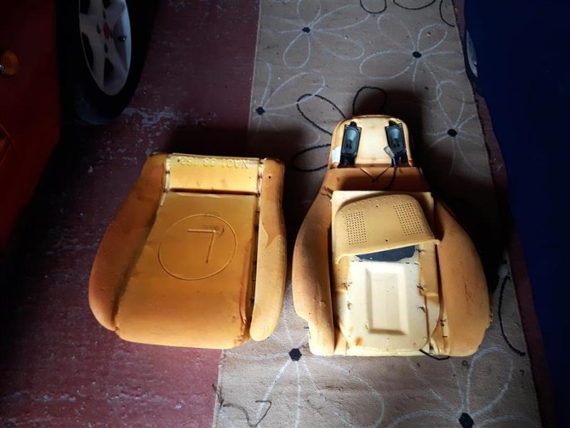 20190318_133607mx5_Tombstone_seats_nardi)wooden_steeringwheel.jpg