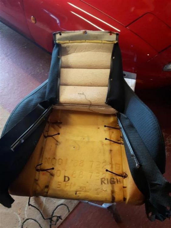 20190320_123941mx5_Tombstone_seats_nardi)wooden_steeringwheel.jpg