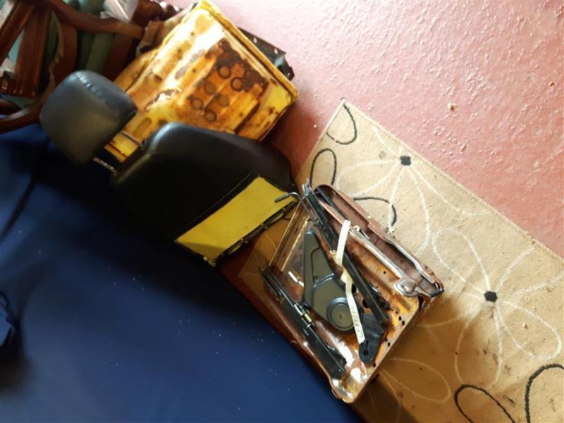 20190321_154036mx5_Tombstone_seats_nardi)wooden_steeringwheel.jpg