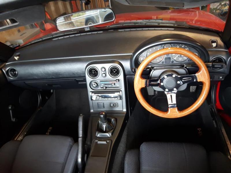 20190321_154137mx5_Tombstone_seats_nardi)wooden_steeringwheel.jpg