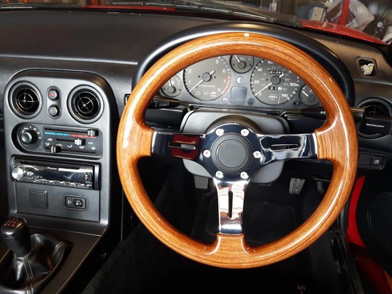 20190321_154148mx5_Tombstone_seats_nardi)wooden_steeringwheel.jpg