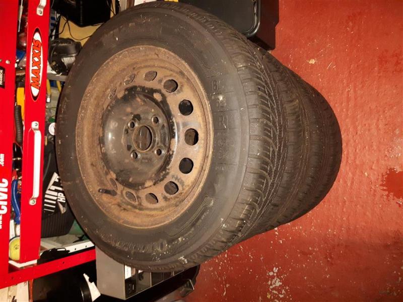 1WheelsBeforeRefurbDD_Honda_Civic_Aerodeck_nov2019_Winter_wheels.jpg