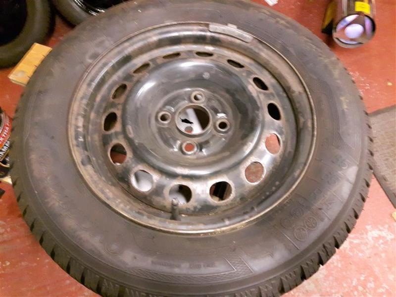 2WheelsBeforeRefurbDD_Honda_Civic_Aerodeck_nov2019_Winter_wheels.jpg