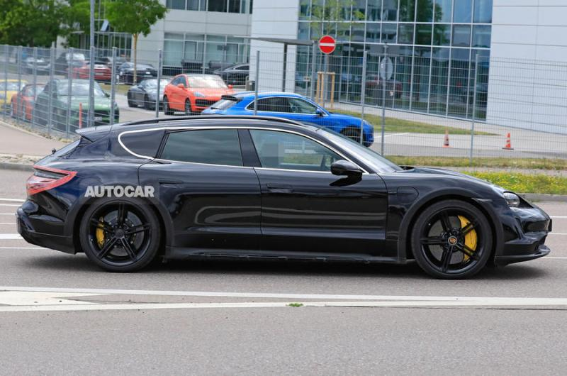 96-porsche-taycan-cross-turismo-spies-2020-side.jpg